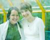 Маша и Таня за стеклом :)